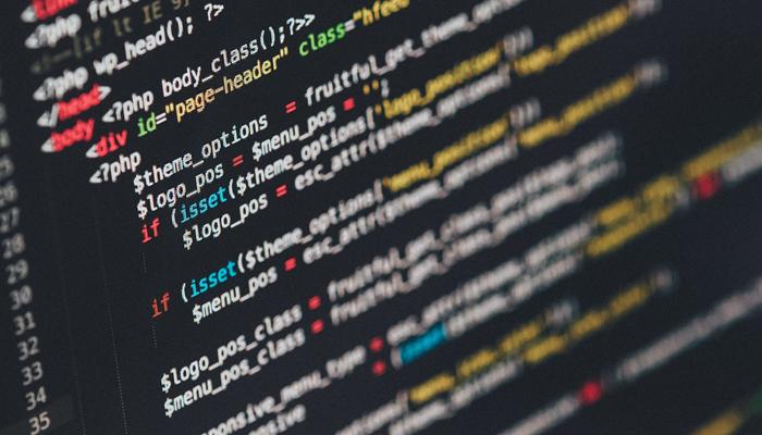 PHP-kod på en svart bakgrund, strukturerad och vacker kod.
