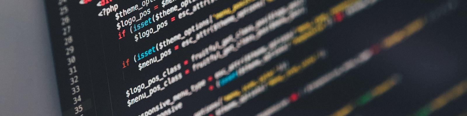 Strukturerad och vacker PHP-kod på en svart bakgrund